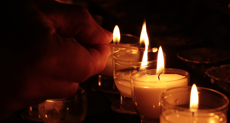 8,400 Candle Fires Reported Annually